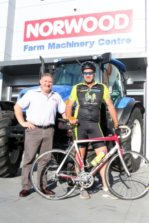 hamish-lile-with-norwoods-regional-manager-craig-berkers-img_0519
